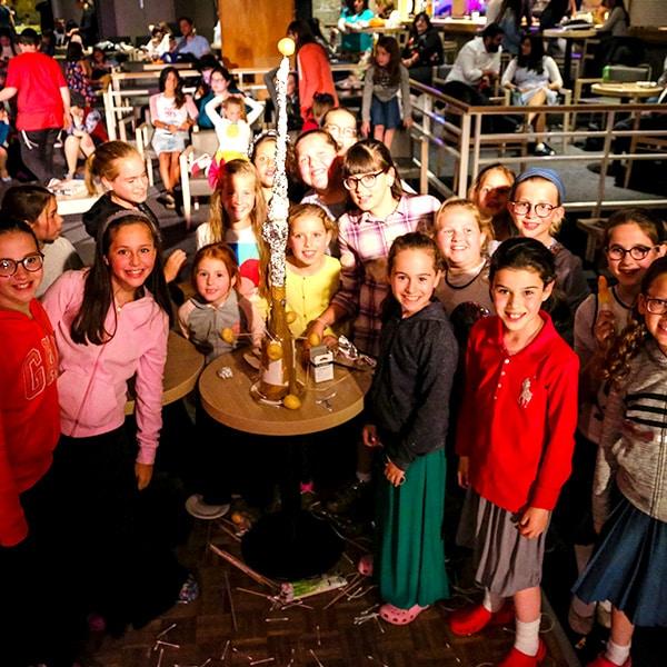 groupe de jeunes filles en pleine activité à l'Alpe d'Huez